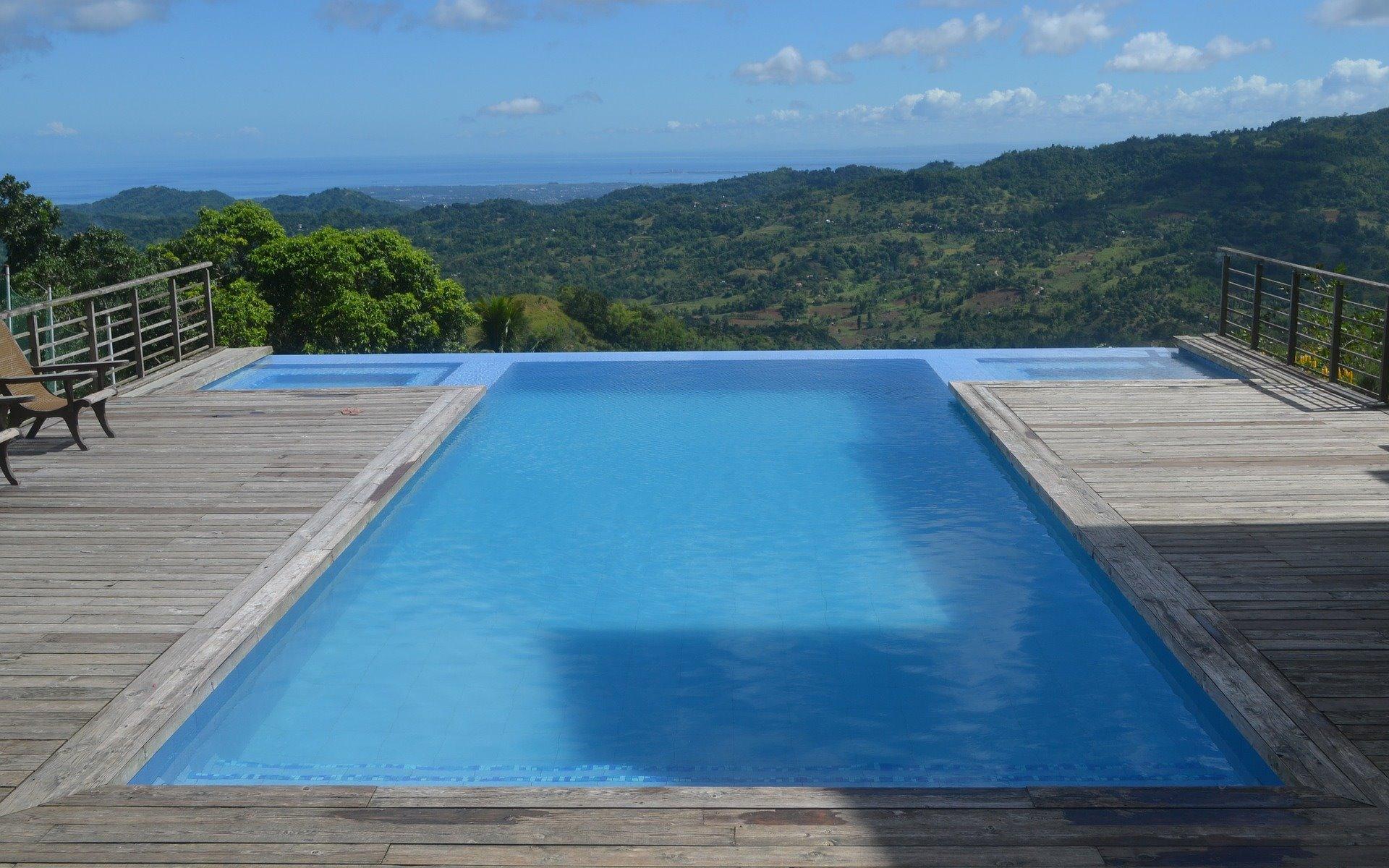 Infinity Privat Pool in der Eifel