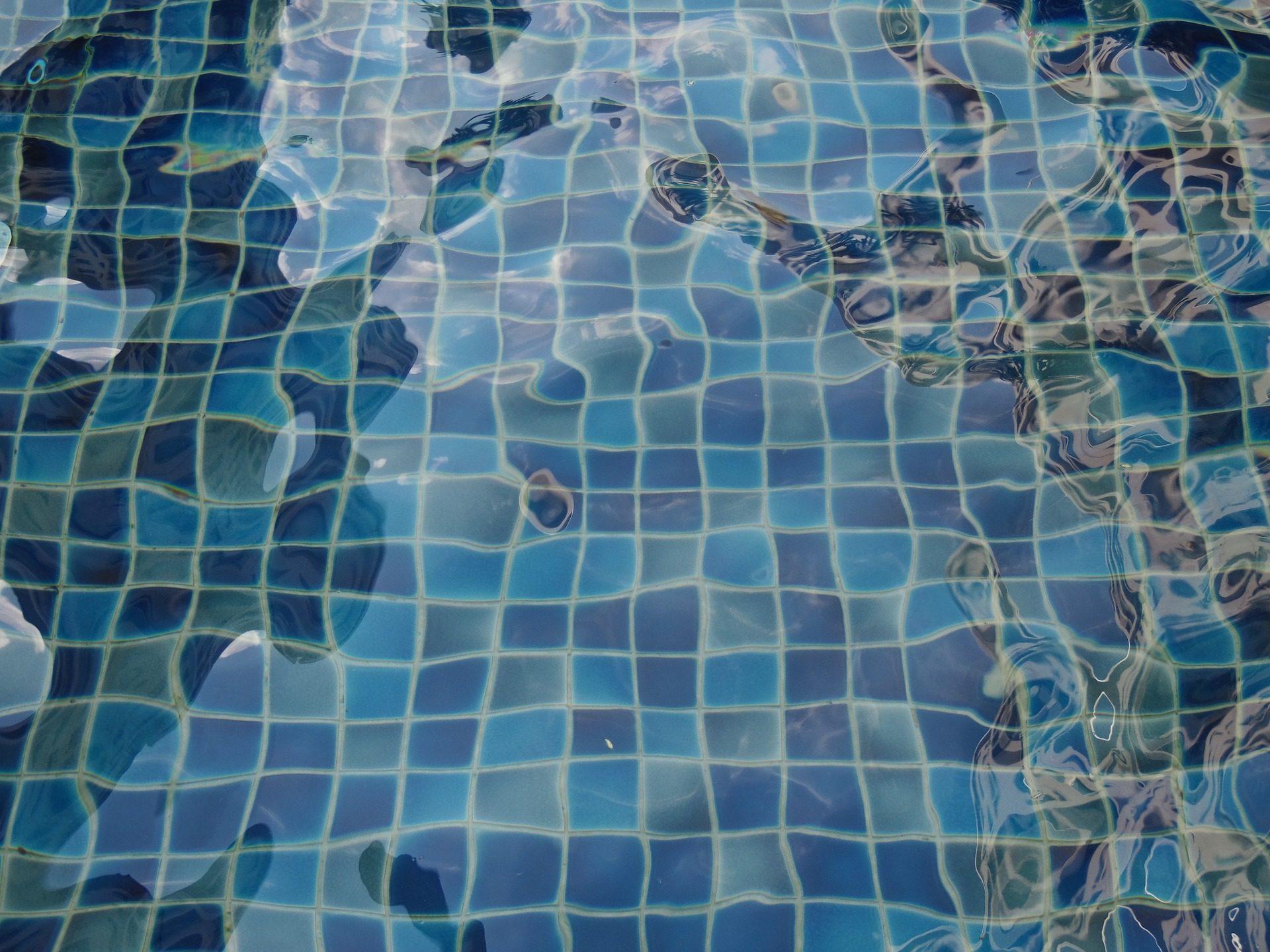 dss Bilsd zeigt eine PVC Schwimmbadfolie im Mosaik Design