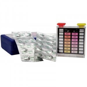 das Bild zeigt ein Testkit um den Chlor und pH Wert im Schwimmbadwasser zu messen