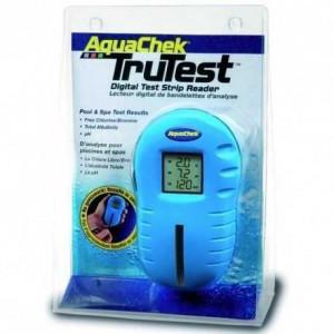 das Bild zeigt ein AquaCheck Testgerät in einer Blisterverpackung